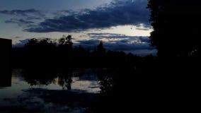 Timelapse d'un coucher du soleil de rivi?re clips vidéos