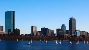 Timelapse da Boston do centro através do porto 4K vídeos de arquivo