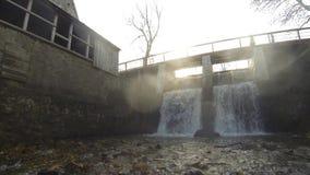 Timelapse da cachoeira de Aleksupites em Kuldiga Letónia filme