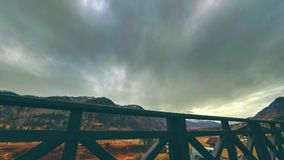 Timelapse da cerca de madeira no terraço alto na paisagem da montanha com nuvens Movimento horizontal do slider vídeos de arquivo