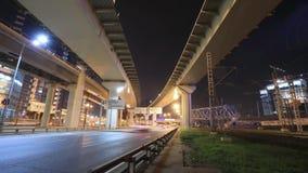 Timelapse da metrópole do transporte, do tráfego e de luzes obscuras video estoque