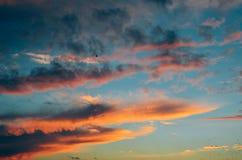 Timelapse da noite com por do sol e nuvens Foto de Stock