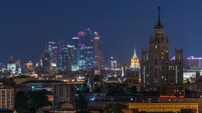 Timelapse da noite dos skyskrapers de Stalin, centro de negócios de Moscou e vista panorâmica internacionais de Moscou filme