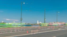 Timelapse da ponte de Birzhevoy XXVII maratona do International em St Petersburg, Rússia video estoque