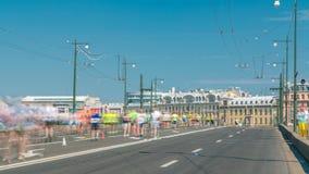 Timelapse da ponte de Birzhevoy XXVII maratona do International em St Petersburg, Rússia vídeos de arquivo