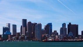 Timelapse da skyline de Boston através do porto 4K vídeos de arquivo