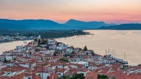 Timelapse da vista aérea em Poros, Grécia no por do sol vídeos de arquivo