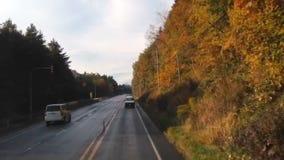 Timelapse, das Kurve in der Landstraße fährt stock footage