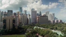 Timelapse das nuvens que navegam sobre Hong Kong vídeos de arquivo