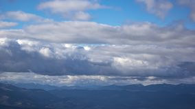 Timelapse das nuvens sobre as montanhas Carpathian video estoque