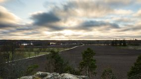 Timelapse de coucher du soleil en Suède à la soirée en retard d'autum banque de vidéos