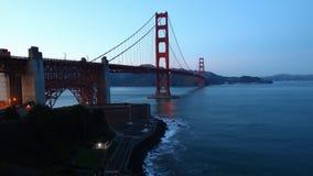 Timelapse de golden gate bridge, San Francisco como a escuridão cai 4K video estoque