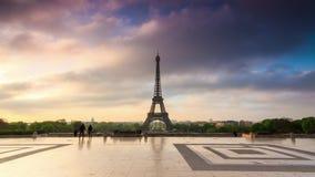Timelapse de hyperlapse de Tour Eiffel 4K banque de vidéos