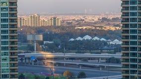 Timelapse de la aleación de aluminio del puerto deportivo de Dubai en la puesta del sol almacen de video
