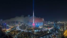 Timelapse de la celebración de los fuegos artificiales de Dubai Burj Khalifa New Year 2016 y el accidente de fuego en Dubai, UAE metrajes