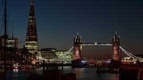 Timelapse de la elevación de Londres del puente de la torre que abre 3 veces almacen de metraje de vídeo