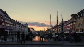 Timelapse de la gente en la costa en Copenhague almacen de metraje de vídeo