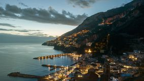 Timelapse de la noche de Amalfi en la costa de Amalfi, Italia metrajes