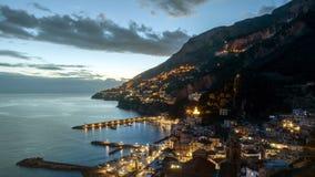 Timelapse de la noche de Amalfi en la costa de Amalfi, Italia almacen de video