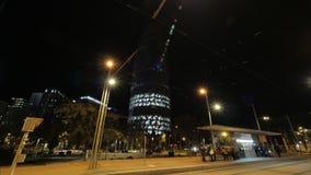 Timelapse de la noche de Barcelona con Torre iluminado Agbar, España metrajes