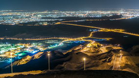 Timelapse de la noche con el camino Curvy Jebel Hafeet es una montaña situada sobre todo en las proximidades de Al Ain y ofrece almacen de video
