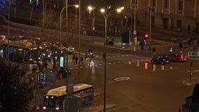 Timelapse de la noche Madrid, España Intersección ocupada del tráfico almacen de metraje de vídeo