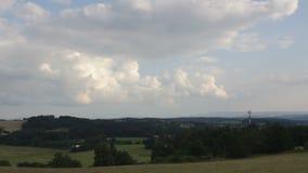Timelapse de la nube en paisaje checo metrajes