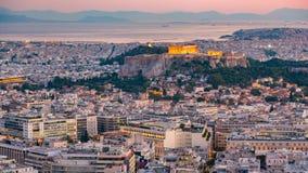 Timelapse de la opinión aérea sobre Atenas, Grecia en la puesta del sol almacen de video