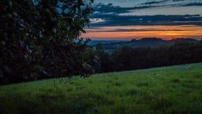 Timelapse de la puesta del sol en el departamento de la porción, región de Occitanie en Francia almacen de metraje de vídeo