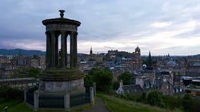 Timelapse de la puesta del sol sobre Edimburgo, Escocia almacen de video