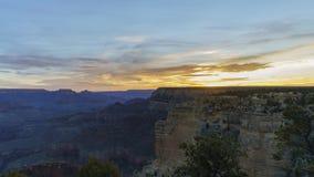 Timelapse de la salida del sol del borde del sur hermoso del parque nacional de Grand Canyon almacen de video
