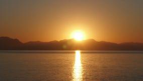 Timelapse de la salida del sol, mañana caliente de la subida del sol, noche al día, almacen de metraje de vídeo