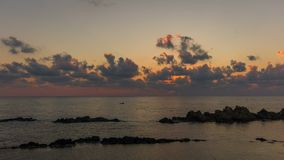 Timelapse de la salida del sol del mar almacen de metraje de vídeo