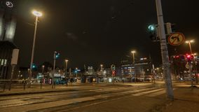 Timelapse de la vida de noche en Helsinki, Finlandia almacen de metraje de vídeo