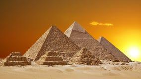 Timelapse de las grandes pirámides en el valle de Giza, El Cairo, Egipto Puesta del sol sobre las pirámides almacen de video