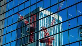 Timelapse de mudanza de las grúas en el edificio de oficinas en Shinjuku Tokio almacen de video