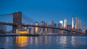 Timelapse de pont de Brooklyn et de Manhattan au lever de soleil banque de vidéos