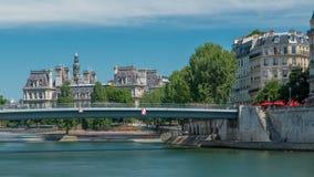 Timelapse de pont de St Louis Deux îles sur la rivière la Seine à Paris, France, appelée la La d'Ile De citent et Ile St Louis banque de vidéos
