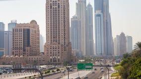 Timelapse de rey Salman Dubai del tráfico del puerto deportivo de Dubai almacen de metraje de vídeo