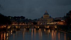 Timelapse de Roma, del Vaticano, de St Peter Basilica y de St Angelo Bridge que cruza el río de Tíber en el centro de ciudad de R metrajes
