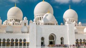Timelapse de Sheikh Zayed Grand Mosque situado em Abu Dhabi - capital de Emiratos Árabes Unidos filme