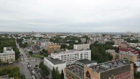 Timelapse de stad van de zomer van de rivierwolken van Kirov Vyatka stock footage