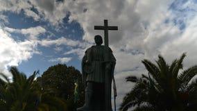 Timelapse de statue de Pedro Alvares Cabral, navigateur qui a découvert la terre du Brésil en 1500, dans sa ville indigène banque de vidéos