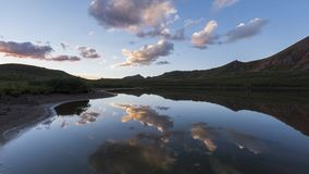 Timelapse de un paisaje de la tarde en Rocky Mountains, desierto marrón-Snowmass metrajes