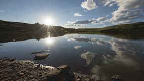 Timelapse de un paisaje de la tarde en Rocky Mountains, desierto marrón-Snowmass almacen de metraje de vídeo