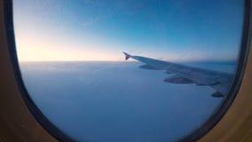 Timelapse de una ventana de los aeroplanos metrajes
