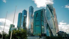 Timelapse de ville de Moscou un jour venteux clips vidéos