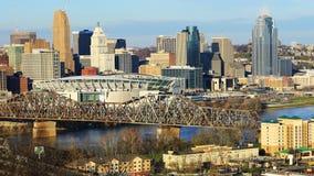 Timelapse del centro de ciudad de Cincinnati con el río Ohio 4K