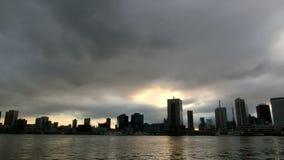 Timelapse del cloudscape di tramonto sopra Tokyo stock footage