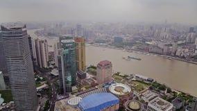 Timelapse del distretto di Shanghai Lujiazui e del fiume Huangpu finanziari, Shanghai, Cina stock footage